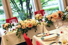 新郎新婦様からのメール ベージュのバラのラウンドとFEU様の装花 : 一会 ウエディングの花