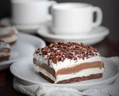 Low Carb Chocolate Lasagna is entirely made from scratch with wholesome ingredients! This delicious chocolate no-bake dessert is also gluten-free and sugar-free! A must try low carb dessert! Chocolate Low Carb, Chocolate Lasagna, Sugar Free Chocolate, Chocolate Pudding, Chocolate Desserts, Chocolate Pastry, Delicious Chocolate, Chocolate Cookies, Low Sugar Desserts