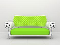 Billede af 'Grøn sofa med fodbolde og et gitter' on Colourbox