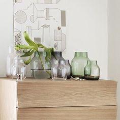 Bij de handgemaakte Silent Vase ligt de focus op de vorm. De vaas is verkrijgbaar in 2 maten en 4 kleuren.