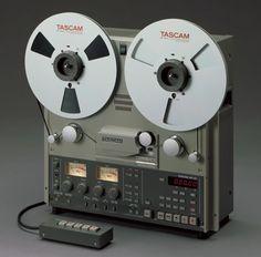 TASCAM BR-20 - www.remix-numerisation.fr - Rendez vos souvenirs durables ! - Sauvegarde - Transfert - Copie - Digitalisation - Restauration de bande magnétique Audio - MiniDisc - Cassette Audio et Cassette VHS - VHSC - SVHSC - Video8 - Hi8 - Digital8 - MiniDv - Laserdisc - Bobine fil d'acier - Micro-cassette - Digitalisation audio - Elcaset