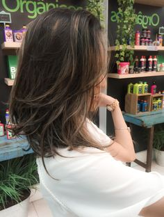 63 stunning examples of brown ombre hair - Hairstyles Trends Hair Tutorials For Medium Hair, Medium Hair Cuts, Medium Hair Styles, Short Hair Styles, Costume Noir, Rides Front, Brown Ombre Hair, Hair Highlights, Balayage Hair