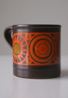 Koffiemok Staffordshire Potteries Ironstone; I have a white, yellow and blue one of this series!
