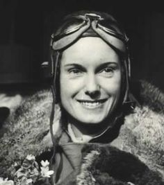 Jean Batten, New Zealand pilot established several individual flight distance records in the Nz History, Women In History, Steampunk, Female Pilot, Woman Back, Batten, World Records, Female Images, Female Characters