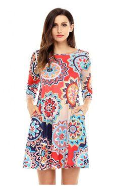 Divatos, mintás, színes, A vonalú, 3/4-es ujjú, kényelmes női ruha.Anyaga rugalmas. Oldalán két kis zsebbel.