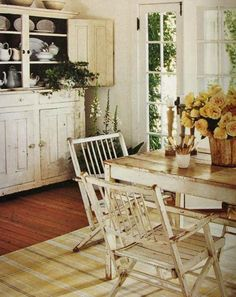 Farmhouse dining room complete with hutch. Cottage Living, Cottage Chic, Cottage Style, Romantic Cottage, Shabby Cottage, Coastal Living, Country Living, Style At Home, Shabby Chic