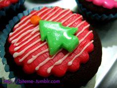 christmas cupcakes 01 Christmas Sweets, Christmas Goodies, Christmas Ideas, Xmas, Cupcake Cupcake, Cupcake Cookies, Cupcakes Decorating, Holiday Cupcakes, Themed Cupcakes