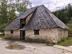 Old stone houses in western Serbia. Stare kamene kuce u selu Ljubis. Old Stone Houses, Wood Houses, Belgrade, Serbian, House In The Woods, Traditional House, Decoration, Painting Inspiration, Travel Guides