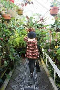 Gennifer Rose - Boho style at the Conservatory of Flowers in San Francisco Sustainable Looks, Sustainable Clothing, Sustainable Outfits, Karl The Fog, Effortlessly Chic Outfits, Traditional Roses, Tulips Garden, Wedding Spot, She Is Clothed