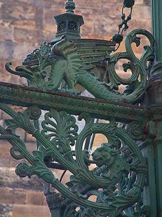 Green Lion and Green Dragon, Ornate Street Lamp, Prague   more health – more wealth – more life mit www.gesundheits-konzepte.com