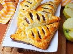 11 przepisów na ciasto francuskie z jabłkami - PrzyslijPrzepis.pl Pineapple, Fruit, Ethnic Recipes, Food, Pine Apple, Essen, Meals, Yemek, Eten