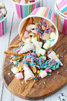Snack Mix Party snacks for unicorn lovers. This unicorn snack mix is super fun and even contains unicorn horns!Party snacks for unicorn lovers. This unicorn snack mix is super fun and even contains unicorn horns! Unicorn Themed Birthday Party, Birthday Party Snacks, Snacks Für Party, 7th Birthday Party For Girls Themes, Diy Unicorn Party, 5th Birthday Party Ideas, Paris Birthday, Unicorn Crafts, Birthday Recipes