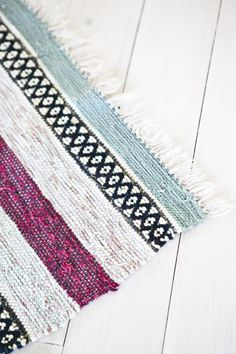 Älska trasmattor Rug Inspiration, Woven Rug, Rugs On Carpet, Hand Weaving, Diy Rugs, Textiles, Hallways, Crochet, Tunic