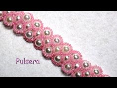 DIY - Pulsera Isabel de perlas y mostacillas rosas DIY - Isabel bracelet of pearls and pink beads Beaded Jewelry Patterns, Bracelet Patterns, Beading Patterns, Bead Jewellery, Jewelry Making Beads, Polymer Clay Bracelet, Beaded Bracelets Tutorial, Beading Tutorials, Bead Art