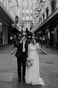 Melbourne Destination Prewedding of Maggie & Michael photography city Pre Wedding Shoot Ideas, Pre Wedding Poses, Wedding Picture Poses, Pre Wedding Photoshoot, Wedding Couples, Korean Wedding Photography, Wedding Couple Poses Photography, Wedding Portraits, Photo Couple