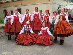 Polish Folk Costumes / Polskie stroje ludowe — Regional costumes from Sanniki, Poland [source]. Spanish Costume, Mexican Costume, Folk Costume, Ballet Costumes, Dance Costumes, Poland Facts, Polish Folk Art, Folk Dance, Arte Popular