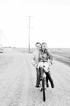 cute engagement photo!...think we could do this on the Cervelo...hahaha don't touch the cervelo!!