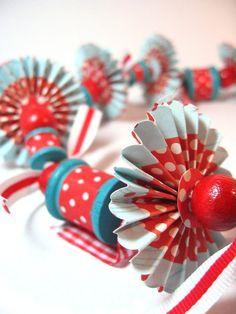 retro-style garland - aqua and | http://christmas-decor-843.blogspot.com