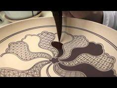 上出長右衛門窯の祥瑞画法/Drawing and Painting Kutani Shonzui - YouTube