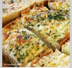 Bubbly Cheesy Garlic Bread #Food #Drink #Trusper #Tip