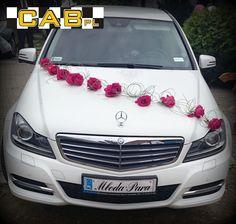 Biały mercedes do ślubu, nowoczesne auto do ślubu, ślubny mercedes, nowoczesny samochód na ślub.