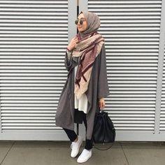 sporty hijab chic style, Sporty hijab street style www.justtrendygir… More sporty hijab chic style, Sporty hijab street style www. Islamic Fashion, Muslim Fashion, Modest Fashion, Casual Hijab Outfit, Hijab Chic, Hijab Trends, Street Hijab Fashion, Outfit Look, Hijab Fashion Inspiration