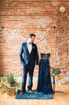 galactic wedding with a navy bridal gown - photo by Candice Benjamin Photography Blue Wedding Gowns, Colored Wedding Dress, Bridal Gowns, Gold Wedding, Wedding Bells, Dream Wedding, Minimalist Outfit, Starry Night Wedding, Starry Nights