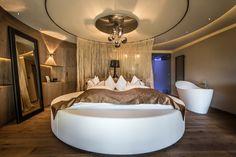 #Romantiksuite #Alpenschloessl und #Linderhof #Wellnessresort #luxury #rooms & #suites