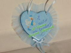Coccarda per la nascita di un bimbo realizzata con cuore in terracotta decorato a decoupage https://www.facebook.com/IL-Pensiero-Creazioni-Artigianali-308024965911130/?ref=bookmarks