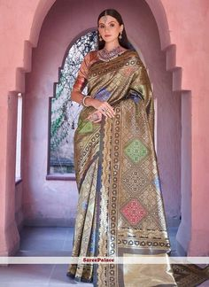 Golden saree with blouse. Paired with the matching blouse piece. Golden Saree, Formal Saree, Trendy Sarees, Sarees Online, Blouse Online, Elegant Saree, Art Silk Sarees, Traditional Sarees, Half Saree