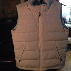 American Eagle Puffer Vest Warm layering piece. This has been pre loved. There are a couple of light discoloration spots. See the pics. Not noticeable unless looking for it. Price reflects. American Eagle Outfitters Jackets & Coats Vests
