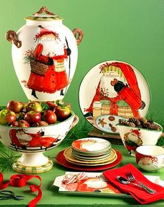 57 Beautiful Christmas Dinnerware Sets: Vietri Italian dinnerware, hand painted in Tuscany, can go in oven and dishwasher! Christmas China, Spode Christmas, Christmas Dishes, Christmas Kitchen, All Things Christmas, Christmas Holidays, Merry Christmas, Christmas Photos, Christmas Place