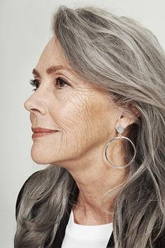 IVY & LIV - new earring in stock: get your Ares Earring at IVY & LIV Online Store. Available in sterling silver & gold plated silver Long Gray Hair, Grey Hair, White Hair, Gray Streaks, Silver Haired Beauties, Stylish Older Women, Gray Hair Growing Out, Make Up Inspiration, Beautiful Old Woman