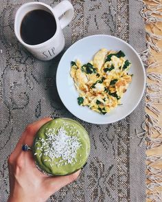 another glorious morning cuz the sun is out + i just used my new @vitamix for the first time and i lowkey almost cried cuz it's un-frickin-real ‍♀️ noms: 3 scrambled eggs + 1 handful of spinach, french pressed @stumptown coffee, smoothie ➡️@popandbottle vanilla bean a milk (idk how much i used...), 2 handfuls spinach, a lil less than 1/4 of a fresh papaya, 1 fresh banana, a few cubes of frozen organic mango, 1 scoop @vitalproteins collagen peptides, 1 tbsp @betterbodyfoods pbfit, 1 spoonf...