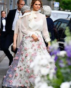MODE. Prinsessan Madeleine på Polarpriset 2017  i somrig dröm!  Blus och kjol från Ida Sjöstedt. Se fler bilder på elle.se (link i bio)  via ELLE SWEDEN MAGAZINE OFFICIAL INSTAGRAM - Fashion Campaigns  Haute Couture  Advertising  Editorial Photography  Magazine Cover Designs  Supermodels  Runway Models