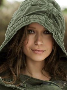 I love Summer Glau. Actually, who doesn't love Summer Glau? Rewatching Terminator: The Sarah Connor Chronicles gave me this idea. Men's Health Magazine, San Antonio, Beautiful People, Beautiful Women, Perfect People, Hello Beautiful, Beautiful Eyes, Pretty People, Summer Pictures