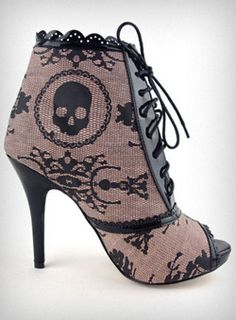 skull boot. Love these boots.
