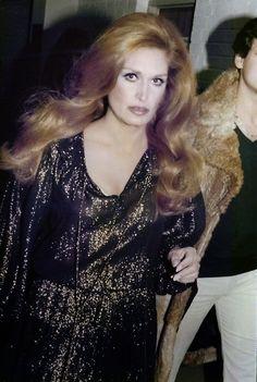 Dalida 1977 Divas, Dalida, Famous French, Glamour, Retro Hairstyles, She Song, Celine Dion, Brigitte Bardot, Superstar