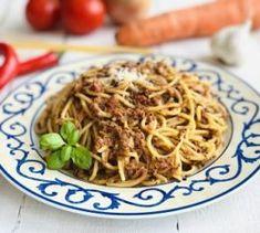 Spaghetti Bolognese cu ragu de vită, ca la mama lor acasă, rețetă originală Bologna, Lasagna, Spaghetti, Pizza, Ethnic Recipes, Food, Fine Dining, Lasagne, Meals