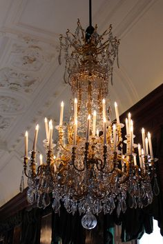 Chandelier at the Royal Showpieces exhibition at Het Loo Palace /// Interiorator
