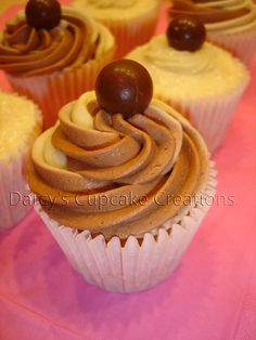 Vanilla Bean with Choc Mint Gourmet Cupcake Recipes, Frostings, Vanilla, Beans, Mint, Sweets, Desserts, Food, Mulches