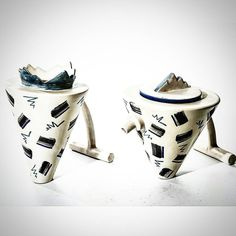Set da té in due pezzi teiera e lattiera bianco e blu in ceramica.  #modernism #design #tea #relax #vintage #madeinitaly #spazio900design #modernariato #antiquariato #ceramic  http://goo.gl/u0CcSQ
