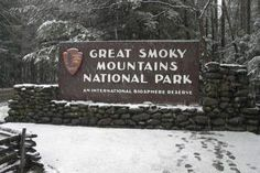 Great Smoky Mountains National Park sign covered in snow Nc Mountains, Great Smoky Mountains, Great Places, Places To See, Beautiful Places, Gatlinburg Cabins, Gatlinburg Tennessee, Smoky Mtns, Pigeon Forge Cabin Rentals