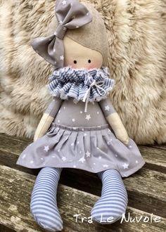 Un preferito personale dal mio negozio Etsy https://www.etsy.com/it/listing/505792970/bambola-di-stoffa-con-vestito-grigio-a