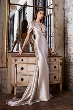 Pamella Roland Pre-Fall 2015 collection is about gowns and glamour. The time she spent in Paris over the past year served her as a inspiration for this collection. Evening Dresses, Prom Dresses, Formal Dresses, Wedding Dresses, Tent Wedding, Bridesmaid Dresses, Fashion Vestidos, Fashion Dresses, Look Fashion