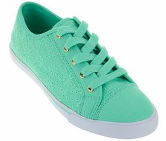 Add these sneakers to your spring wardrobe!