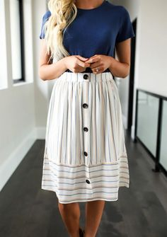 ff81a6b2e80 ad This cute button down linen skirt is flattering. Has elastic waistband  in the back