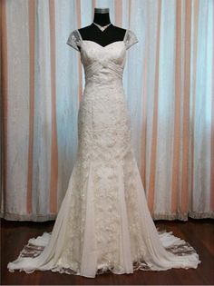 2017 New Elegant Short Sleeve Sweetheart Lace Mermaid Wedding Dress In Stock