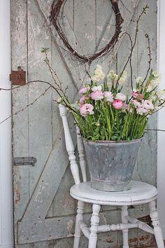 Gorgeous Ranunculus and Narcissus arrangement from Vibeke Design Sillas Shabby Chic, Vibeke Design, Deco Floral, Décor Boho, Faux Flowers, Porch Decorating, Cottage Style, Rustic Cottage, Cool Ideas