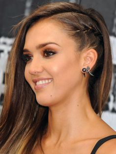 Grab some hair inspiration from the faux-undercut look Jessica Alba rocked at Comic-Con